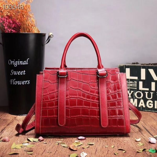 Women's Leather handbag, crocodile pattern shoulder Messenger handbag. 551 red