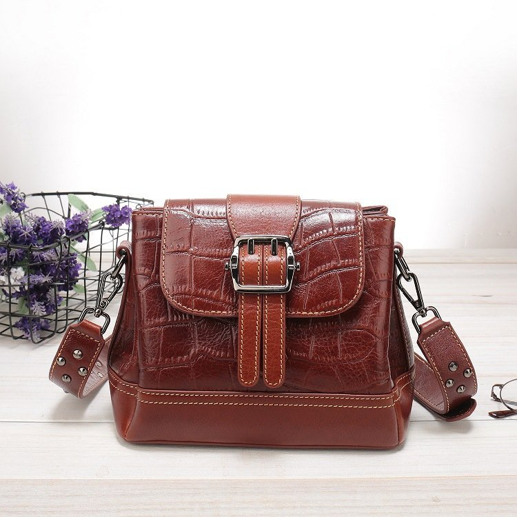 Women's leather handbag, cowhide fashion trend messenger bag. A649 RED