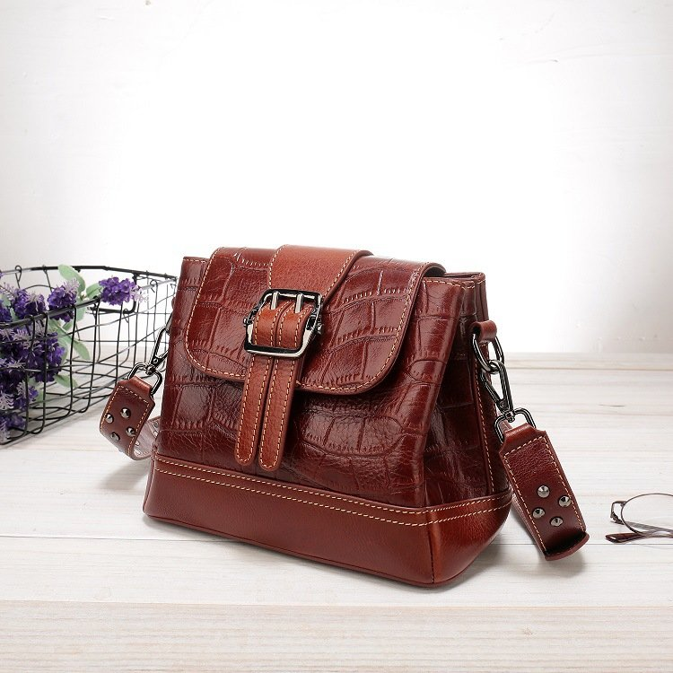 Women's leather handbag, cowhide fashion trend messenger bag. A649 red 3
