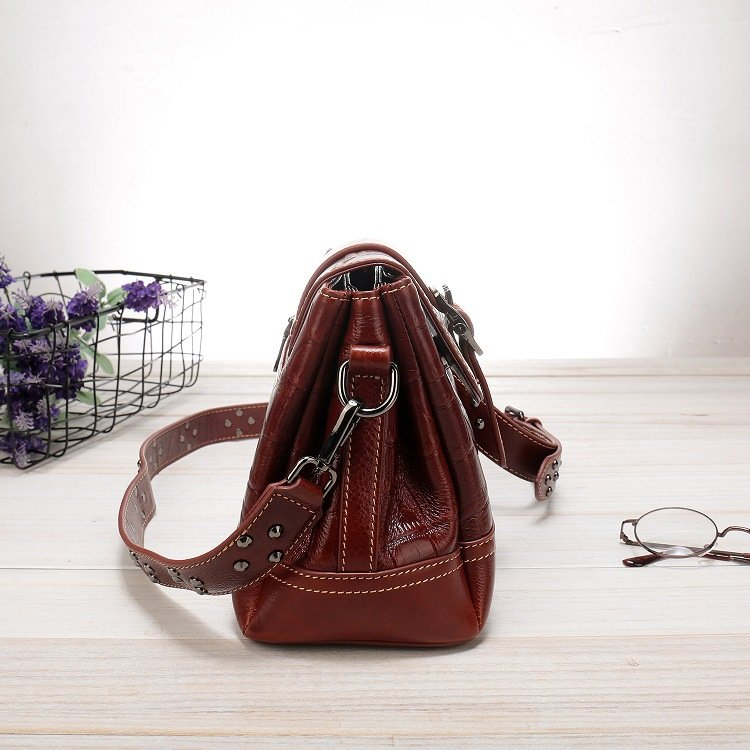 Women's leather handbag, cowhide fashion trend messenger bag. A649 red 4